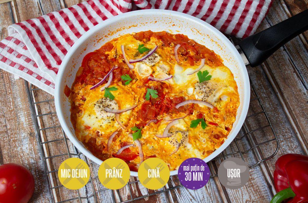 ouă în sos de roșii