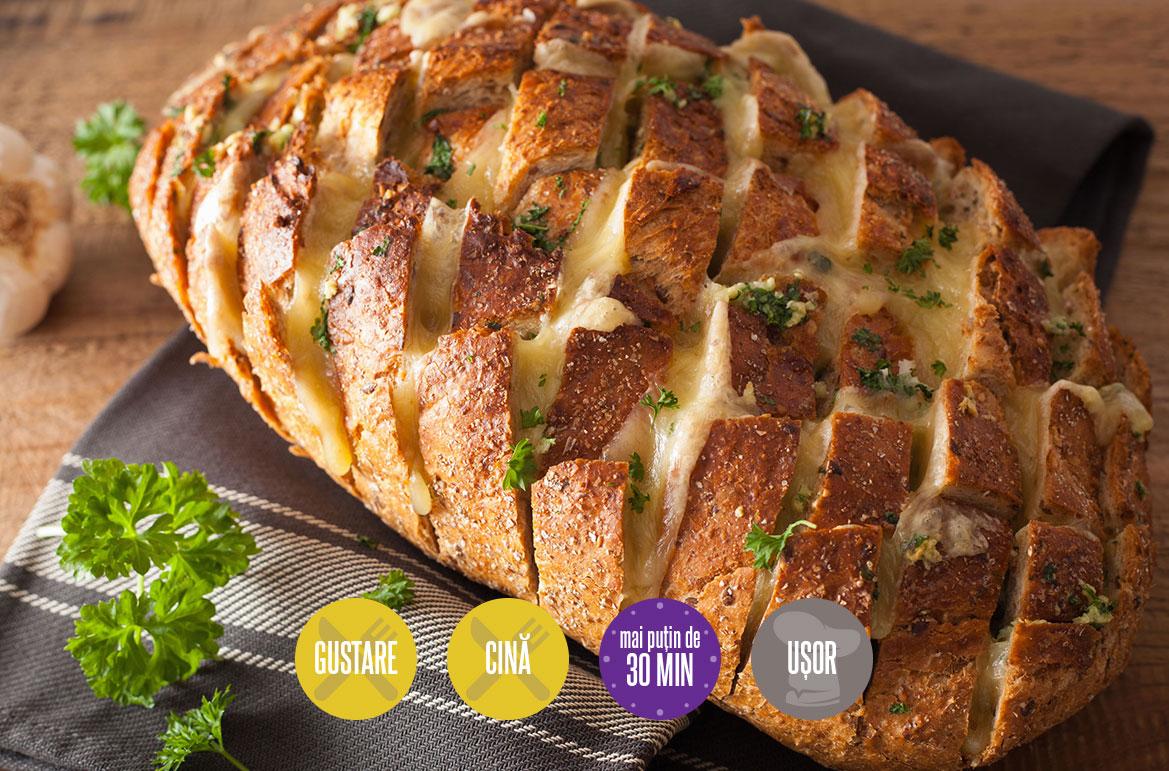 pâine cu usturoi și cașcaval