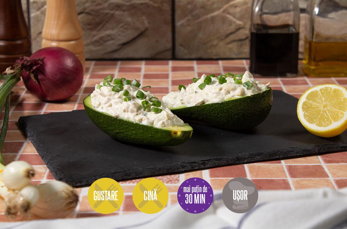 avocado umplut cu salată de pui
