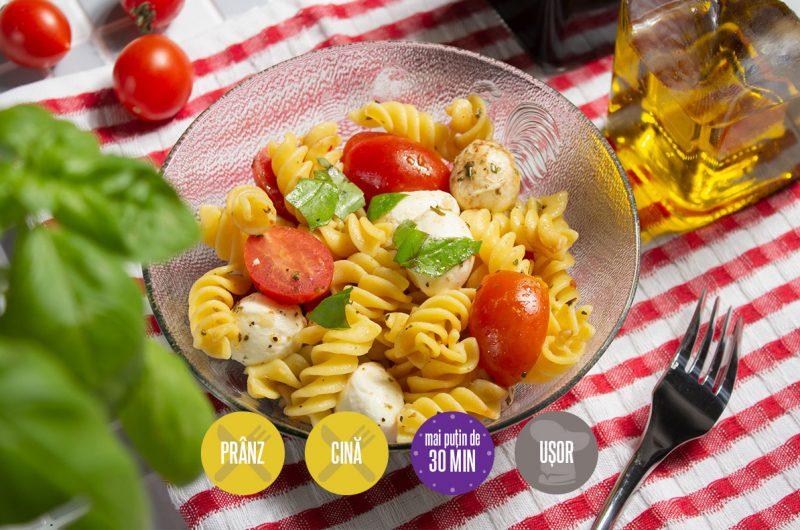 salată caprese cu paste