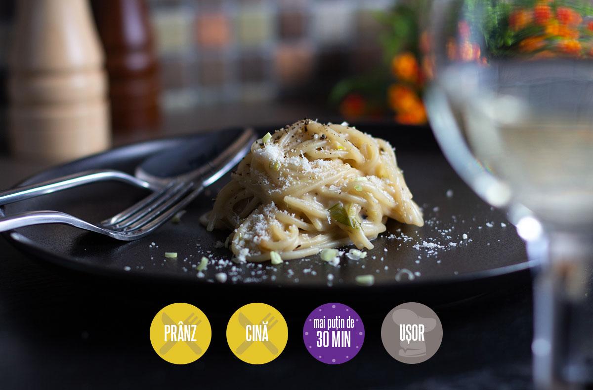 spaghete cu sos de smântână și praz