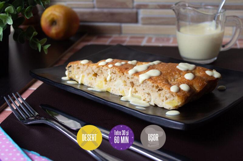 plăcintă cu mere și sos de vanilie