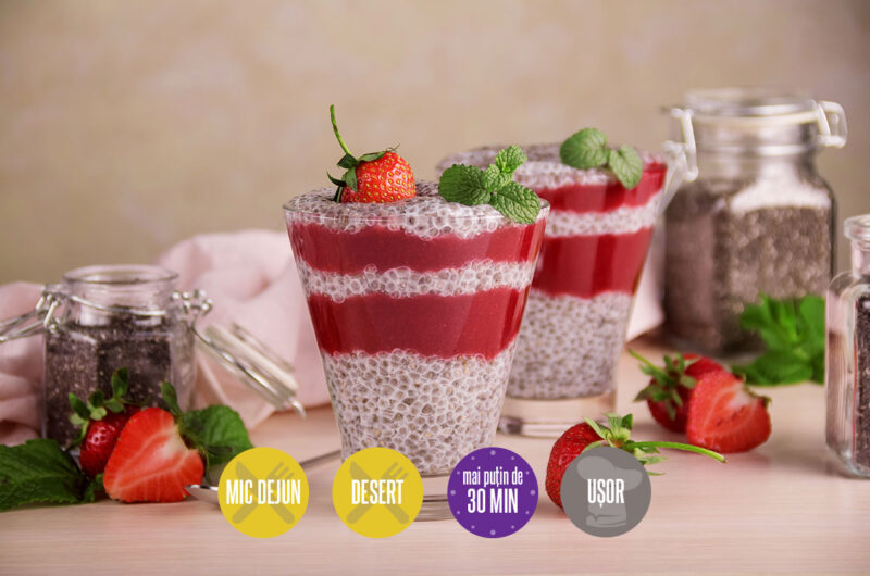 budincă de chia cu sos de căpșuni