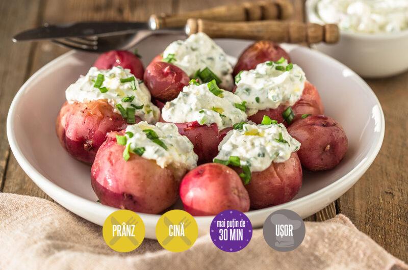 cartofi noi cu sos de iaurt